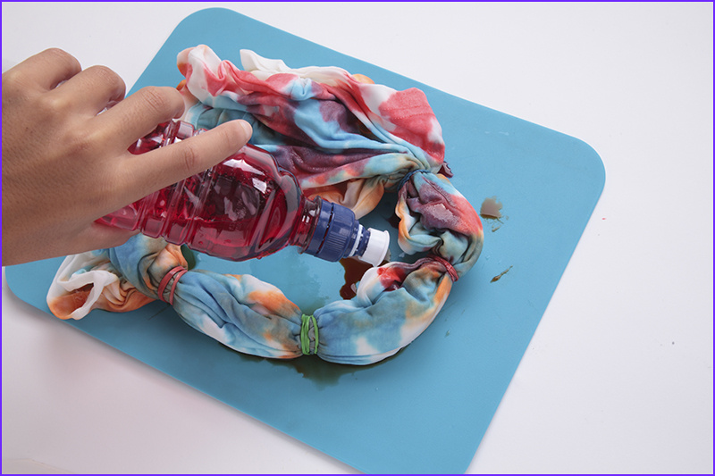 instructions to tie dye t shirts with food coloring