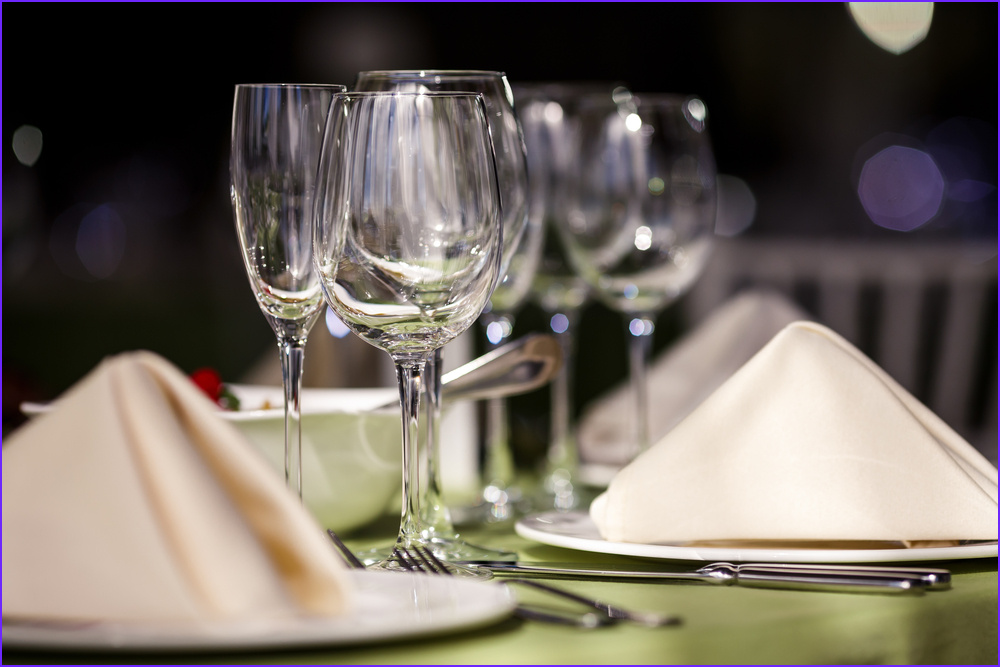 how to choose a tablecloth color