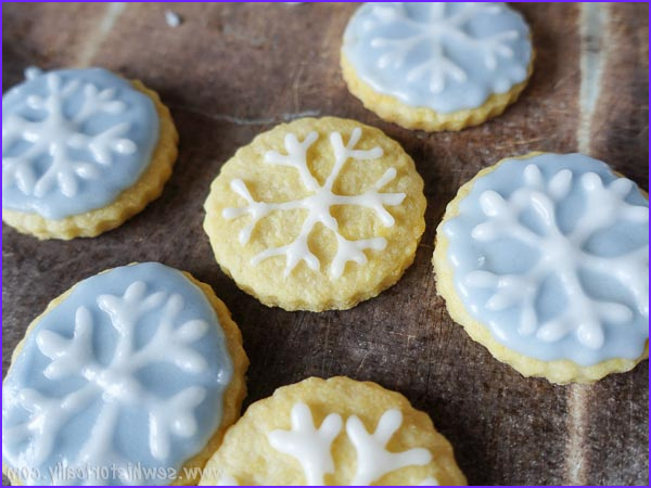 Natural Blue Food Coloring Beautiful Photos Blue Snowflake Cookies Naturally Colored with Red