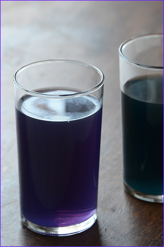 how to make natural purple teal blue green fuchsia purple pink food colorings using the red cabbage method the blueberry method